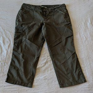 Maurices Army Green Cargo Pant Capri Pants 13/14